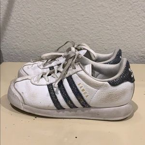 Kids adidas tennis shoes used